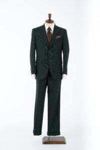 グリーンのスーツ写真