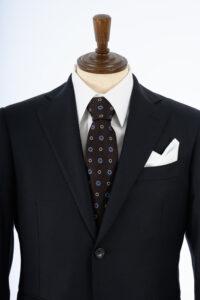 紺無地スーツの写真